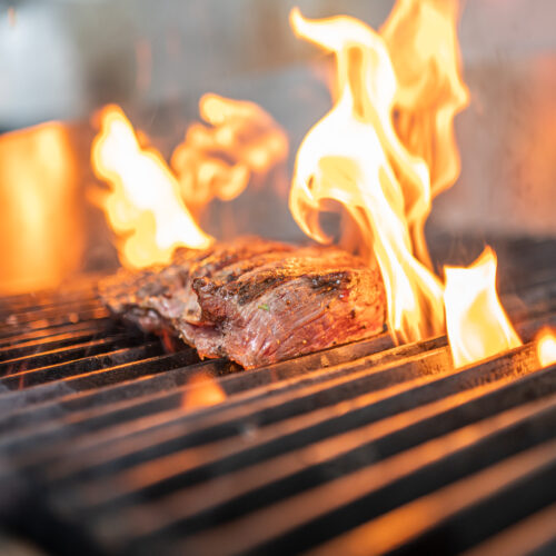 Cottura lenta della carne su legni aromatici
